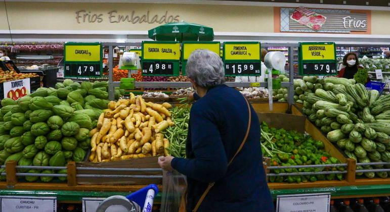Preço dos alimentos disparou ao longo de 2021, mas há exceções ao bolso do brasileiro