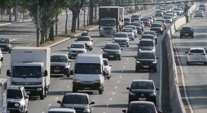 Turistas que desceram ao litoral de SP terão restrições para entrar nas cidades