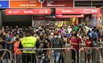 O Estado de São Paulo registrou nesta quarta-feira (24) mais de 30 mil pessoas hospitalizadas devido à COVID-19: são 30.359 internados, sendo 12.588 pacientes em leitos de terapia intensiva e 17.771 em enfermaria. Além disso, estado registrou recorde de ocupação em UTI com 92,3%, nunca antes atingida, e de 92,2% na Grande São Paulo