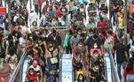 A movimentação de passageiros na Estação Luz da CPTM, no centro de São Paulo, foi intensa na manhã desta quinta-feira (25), em meio à pandemia de coronavírus que afeta o país. Segundo a gestão Doria, a fase emergencial aumentou as medidas restritivas em 14 atividades, impactando diretamente mais de 4 milhões de pessoas
