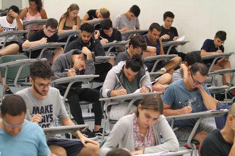 Candidatos participam do vestibular da Unicamp