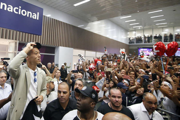 Aerohonda - No início de fevereiro, o japonês foi recebido pela torcida do Botafogo no aeroporto do Galeão. Com muita festa e ao som do hino do clube, o meio-campista chegou com status de craque mundial e trouxe muita euforia para a temporada do Glorioso.