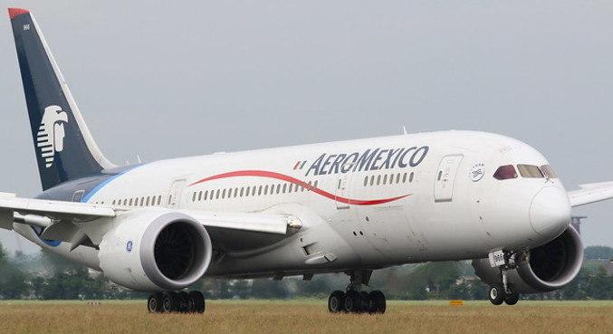 Aeronave tinha como destino a Cidade do México, e passageiros precisaram trocar de avião