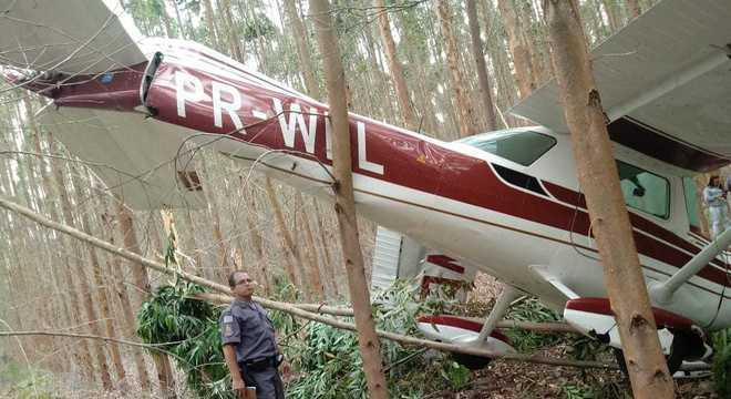 Monomotor caiu na mata em Salto de Pirapora (SP)