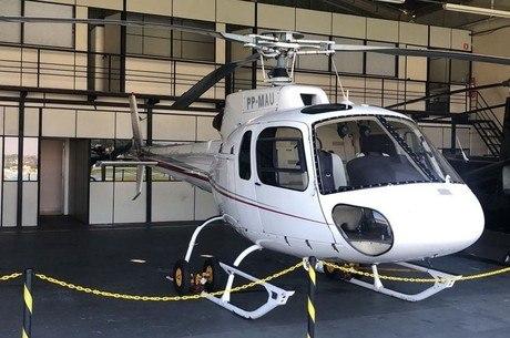 Helicóptero no hangar da Polícia Civil em SP