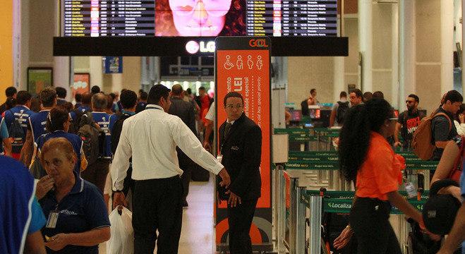 Passagens aéreas ficaram 15% mais baratas no mês passado