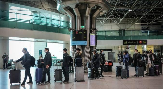 Viajantes do Brasil e de outros países devem ficar em confinamento por 14 dias