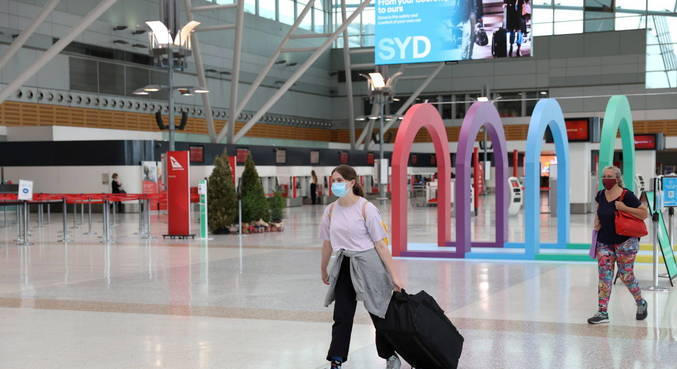 Com passaporte sanitário, viajantes comprovam que estão imunes à covid