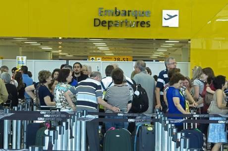 Média é de 397 decolagens internacionais por dia