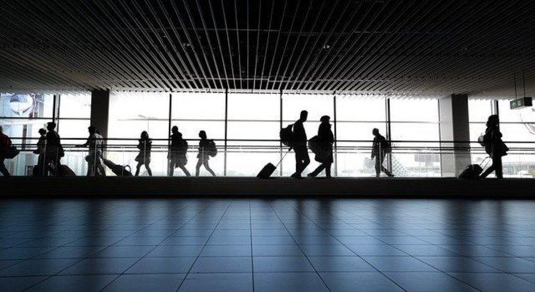 Argentina irá denunciar viajantes que não cumpriram os 7 dias de isolamento obrigatório após entrar no país