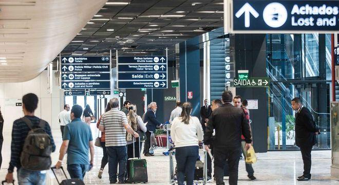 Fluxo de pessoas aumenta nos aeroportos nessa época