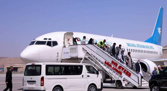 Talibã permitirá que estrangeiros deixem o país