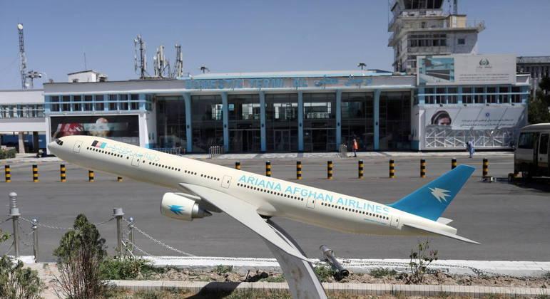 Primeiro voo internacional parte do Afeganistão em direção ao Qatar