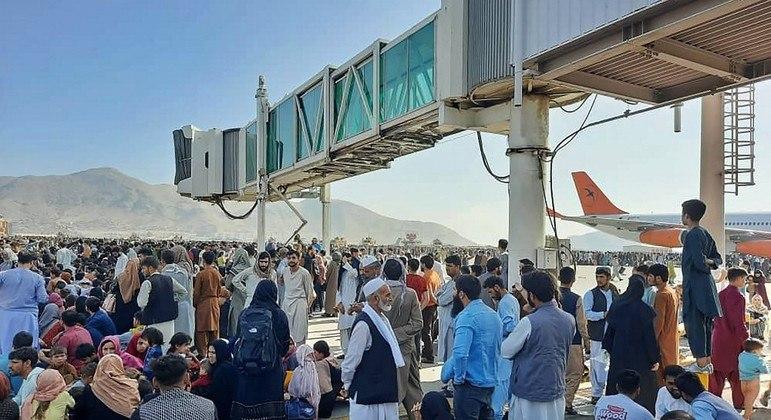 Autoridades do Qatar preveem abertura de corredor humanitário no aeroporto de Cabul