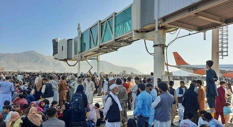 Tropas estrangeiras não retiraram 311 afegãos com direito a asilo no Reino Unido