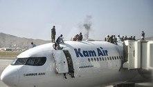 Diplomatas e estrangeiros esperam saída em aeroporto de Cabul