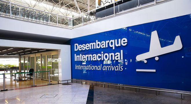 Aeroporto do DF foi desinfectado e recebeu sinalização para manter distanciamento