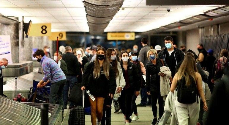 EUA proíbem atualmente a entrada de viajantes de 33 países, entre eles o Brasil