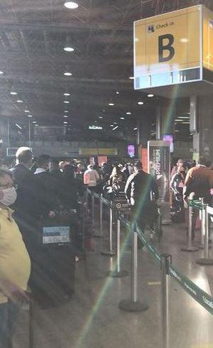 Longa fila no check-in da Gol
