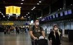 A Alemanha ainda não restringiu as viagens, mas anunciou que pretende suspender os voos de países que já registraram a nova cepa da covid-19, como Brasil,Reino Unido, Portugal e África do Sul