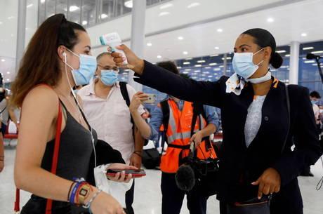 Brasileiros passarão por testes em aeroportos franceses