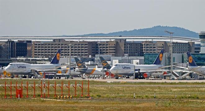 Aviões no pátio do aeroporto em Frankfurt: trânsito retomado por motivos econômicos