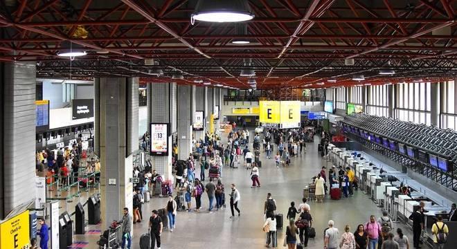Terminal 1 do aeroporto de Guarulhos está fechado temporariamente