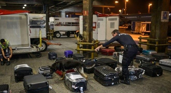 Série exibe o trabalho da Polícia Federal no maior aeroporto do Brasil