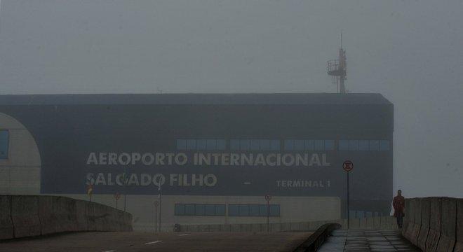 Aeroporto Salgado Filho está fechado desde as 6h05min Crédito: Alina Souza
