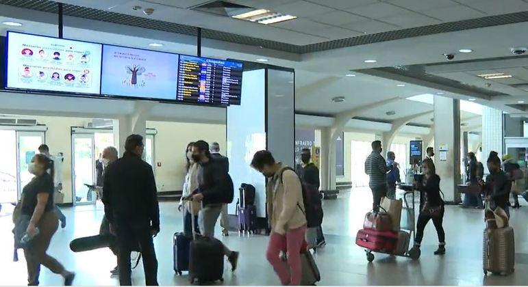 Tunisianos ingerem drogas, mas perdem voo no aeroporto internacional de SP
