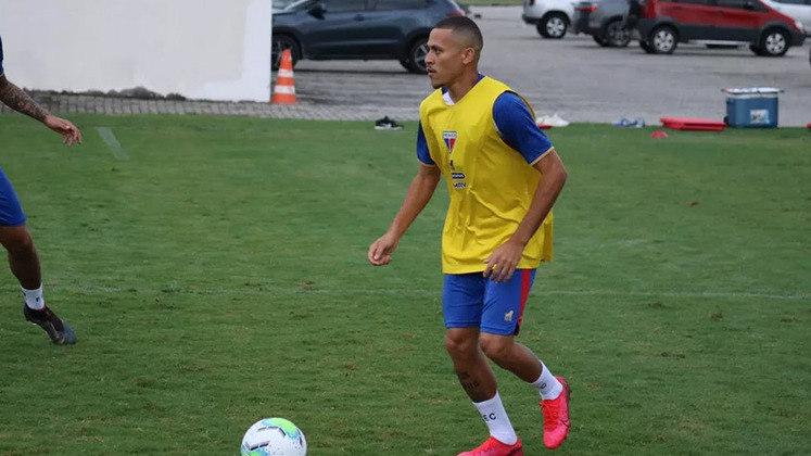 AFASTADO - O meia João Paulo, do Fortaleza, foi afastado do clube por período indeterminado após ser flagrado em uma festa