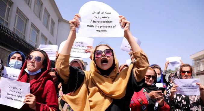 Talibã desdenha de presença de mulheres no poder e protestos pelo país