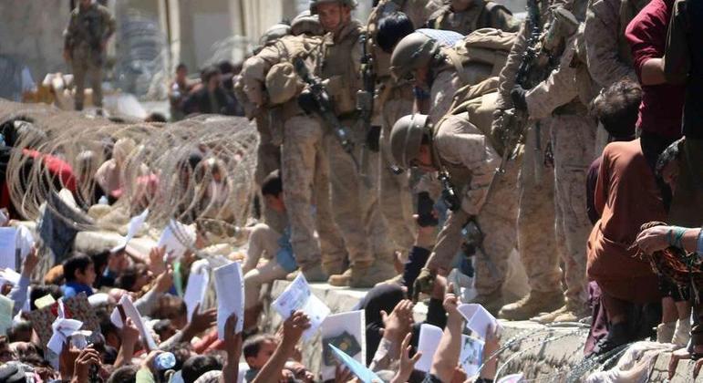 Mais de 100 mil pessoas foram retiradas do Afeganistão por forças ocidentais