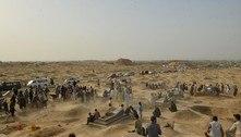 Afeganistão: famílias enterram seus mortos após ataque em mesquita