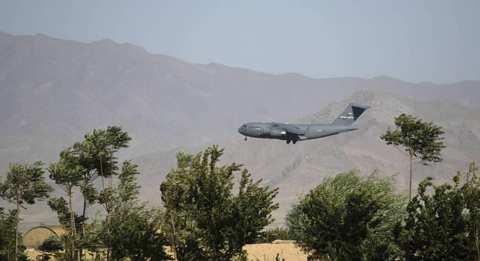 Forças estrangeiras deixam base afegã de Bagram e, em breve, todo país