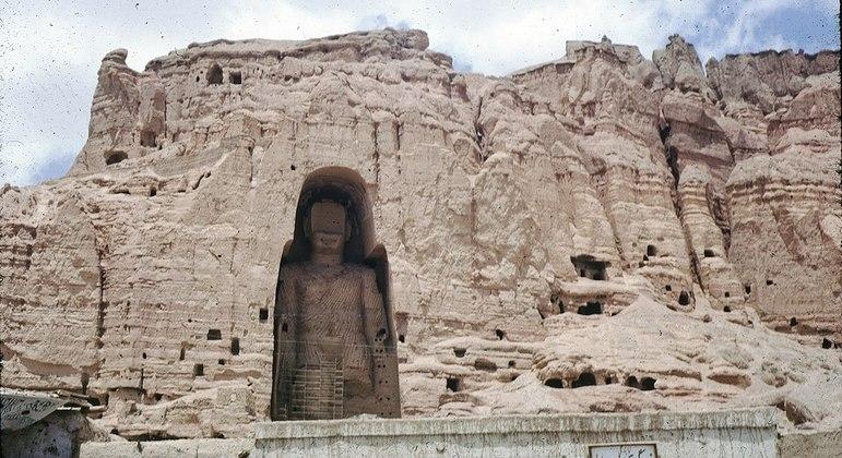Um dos Budas de Bamiyan, destruídos pelo Talibã no início de 2001