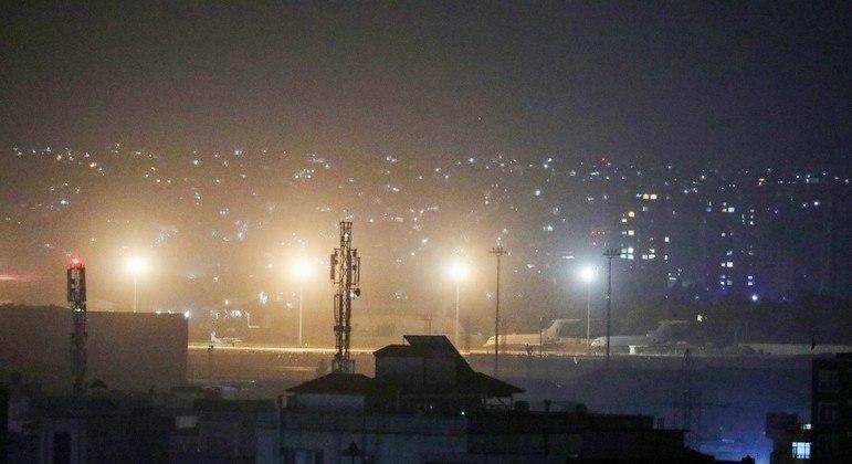 Últimos aviões dos EUA deixaram o aeroporto de Cabul nesta segunda-feira