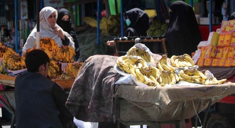 Desde que o Talibã assumiu o poder, 93% das famílias afegãs não consomem alimentos suficientes