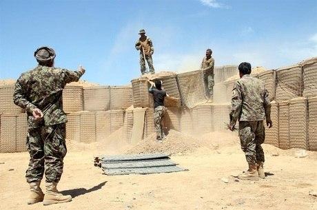Talibãs comemoram 100 anos de independência