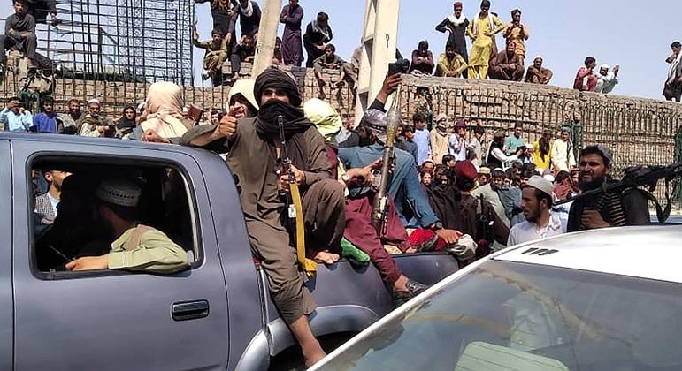 Combatentes do grupo Talibã