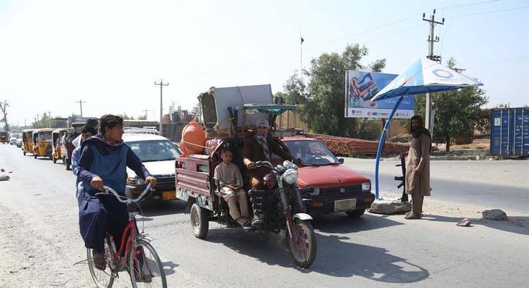 Afegãos tentam deixar Cabul durante ofensiva do Talibã