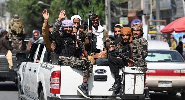 Soldados talibãs assumiram o controle do Afeganistão no último mês de agosto