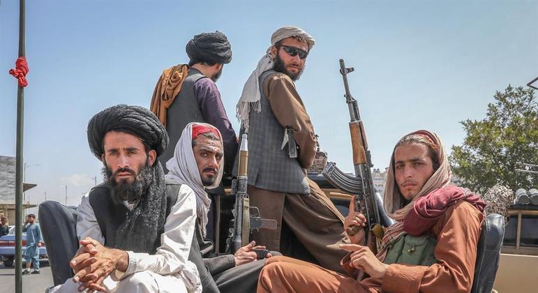 Forças talibãs dominaram Cabul praticamente sem encontrar resistência