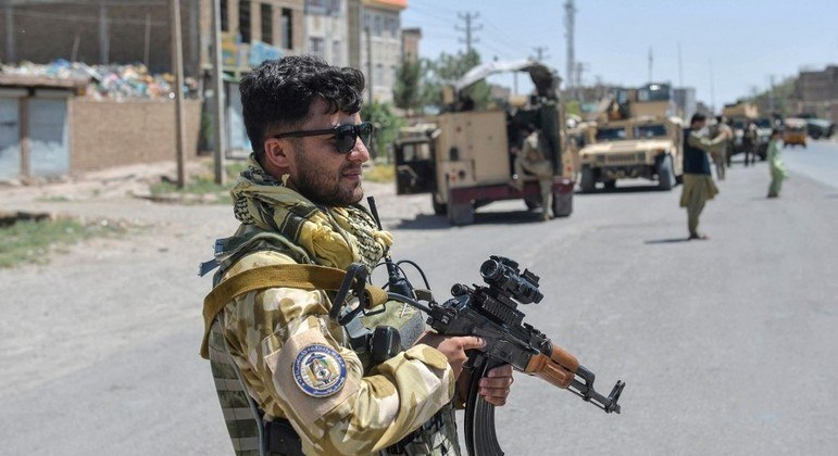 Tropas do governo afegão seguem tentando controlar as principais cidades