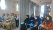 Afeganistão: cortinas separam alunos e alunas em universidades