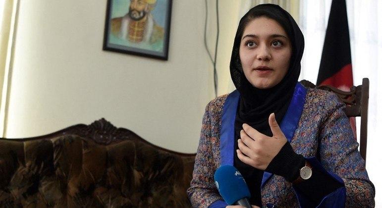 Mulheres afegãs se sentem inseguras com tomada do poder do Talibã