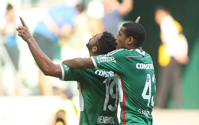 Aflição na última rodada do BR-14: Com chances de rebaixamento na última rodada, o Palmeiras empatou no Allianz por 1 a 1 com o Athletico Paranaense. Como o Santos venceu o Vitória na Bahia por 1 a 0 – o empate já bastava para a permanência verde na elite – o torcedor ficou aliviado após meses tensos.