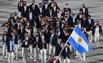 Os atletas que representam a Argentina nos Jogos Olímpicos entraram de forma calorosa e animada no Estádio Olímpico de Tóquio, durante a cerimônia de abertura, na manhã desta quinta-feira (23). Os argentinos passaram pela apresentação da delegação cantando e pulando