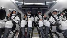 Astronautas voltam à Terra após missão de 160 dias no espaço