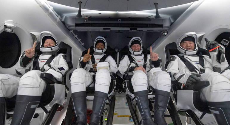 Cápsula Crew Dragon trouxe quatro astronautas de volta à Terra